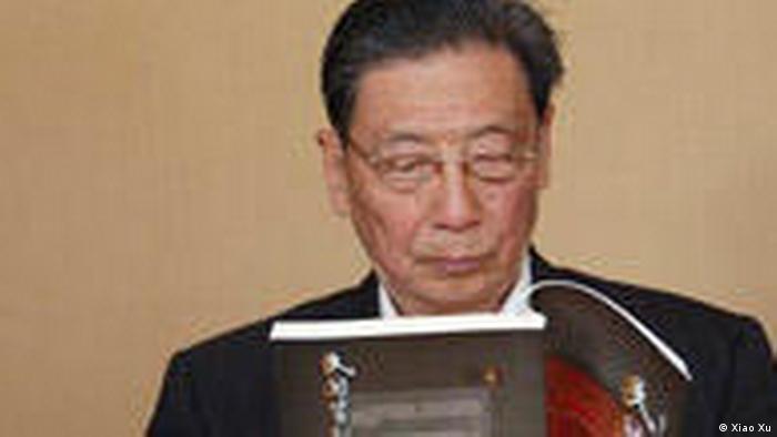 Mao Yushi, der berühme Ökonom und zugleich geschäftsführende Vorstandsvorsitzende des Pekinger Wirtschaftsforschungsinstituts Tianze, fordert eine Liberalisierung des Dienstleistungssektors. Aufgenommen von Xiao Xu bei einem Konferenz am 05.04.2009.
