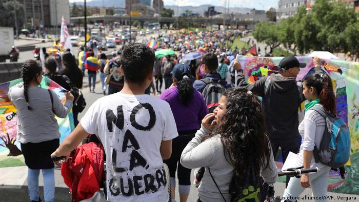 Kolumbien Bogota Proteste gegen Regierung (picture-alliance/AP/F. Vergara)