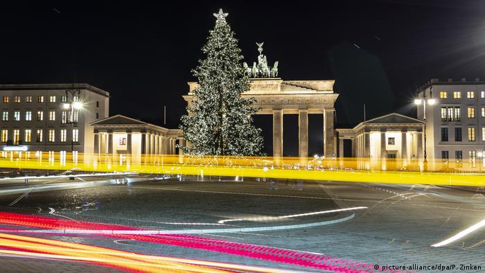 Weihnachtsstimmung am Brandenburger Tor BdTD (picture-alliance/dpa/P. Zinken)