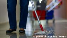 Deutschland l Arbeit schützt vor Armut nicht - Reinigungskraft