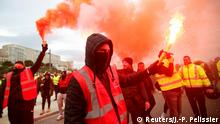 Protesters hold up flares as French Labour unions members demonstrate against French government's pensions reform plans in Marseille as part of a day of national strike and protests in France, December 5, 2019. REUTERS/Jean-Paul Pelissier