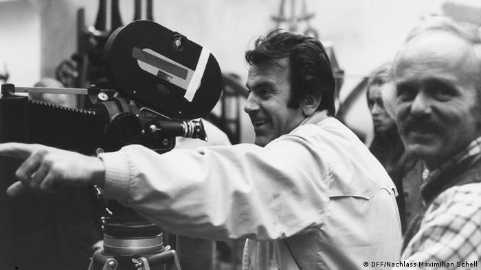 Schell as director standing behind the camera (DFF/Nachlass Maximilian Schell)