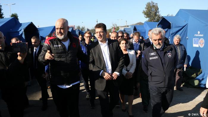Janez Lenarcic EU Kommissar Besuch Albanien (DW/A. Ruci)