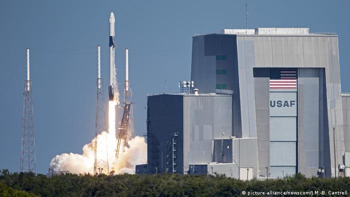 Запуск корабля SpaceX Falcon во Флориде