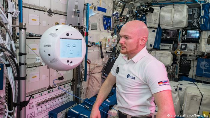 CIMON in Columbus Laboratory Abord ISS with astronaut Alexander Gerst