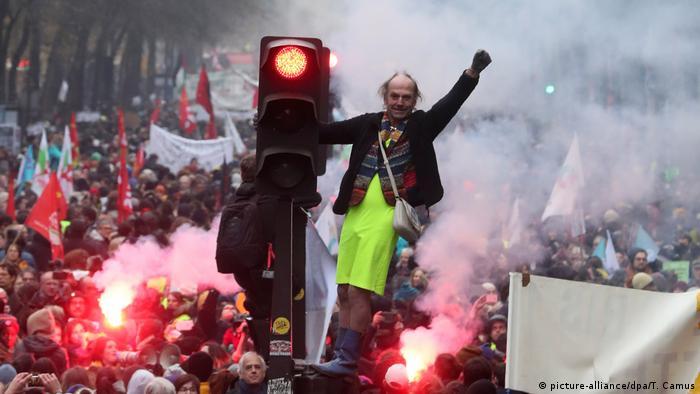 Proteste in Frankreich (picture-alliance/dpa/T. Camus )