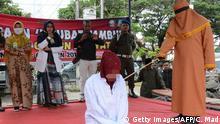 Indonesien Aceh Timur | Frau wird wegen vorehelichen Sex ausgepeitscht