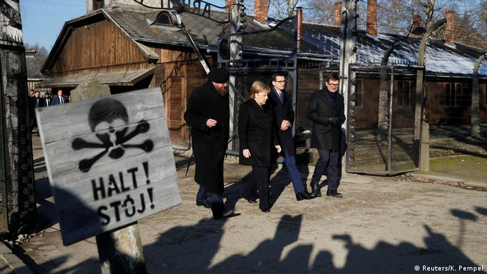 Angela Merkel da tawagarta a sansanin gwale-gwale na Auschwitz