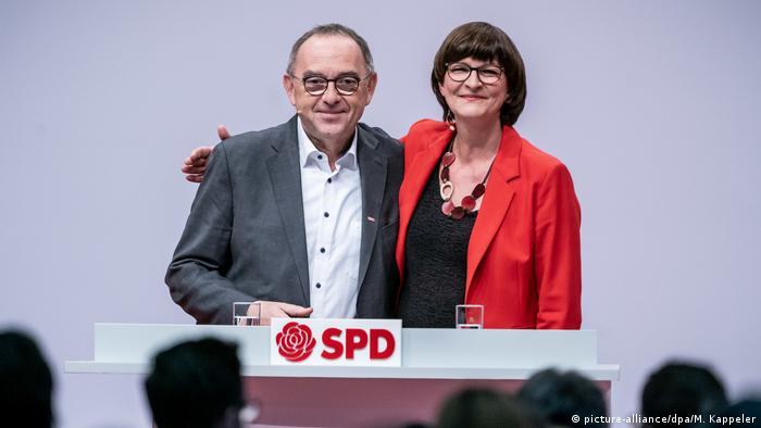 SPD party leaders Norbert Walter-Borjans and Saskia Esken (picture-alliance/dpa/M. Kappeler)