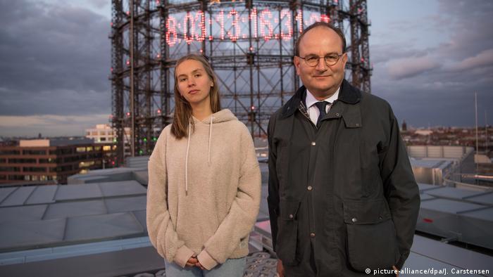 Deutschland Berlin | CO2-Uhr am Gasometer Mitte September 2019 | Pauline Brünger & Ottmar Edenhofer