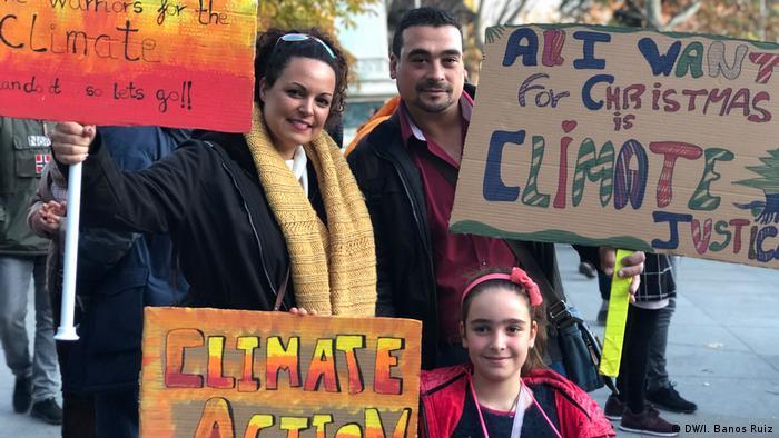 Spanien Demonstranten auf der Klimakonferenz in Madrid
