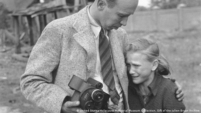 Fotograf i devojčica, 13, septembar 1939, blizu Varšave