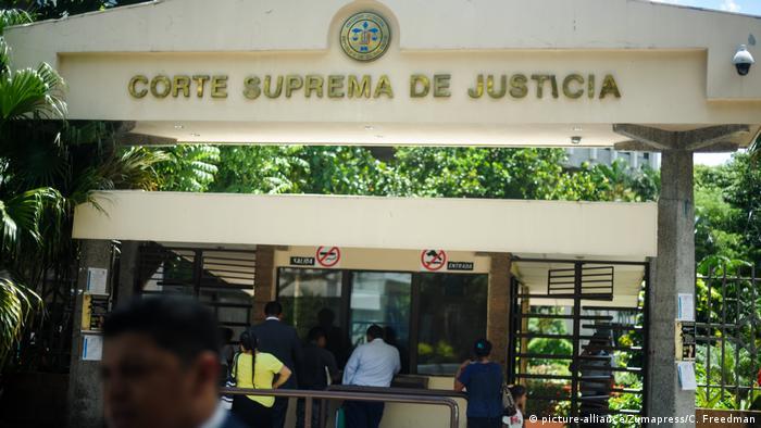 Foto de fachada del edificio de la Corte Suprema de Justicia en El Salvador.