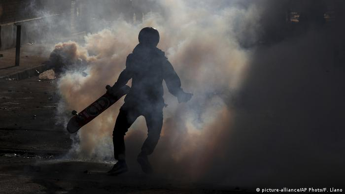Foto de manifestante en Chile.