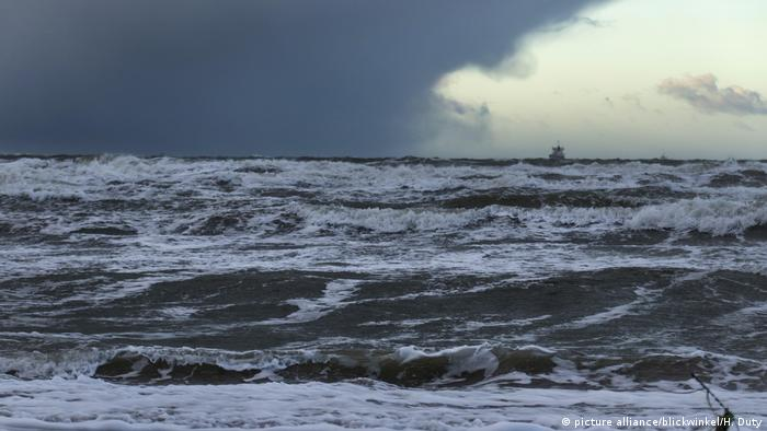 Unwetterfront über der Ostsee, storm front over the Baltic Sea (picture alliance/blickwinkel/H. Duty)