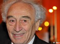 ماکس مانهایمر، نقاش و نویسنده یهودی، که امسال ۹۰ ساله میشود، از معدود بازماندگان هولوکاست است که هنوز هم قادر به شرکت در مراسم یادبود است. در میان قربانیان هولوکاست بسیاری افراد سرشناس، ورزشکار، سیاستمدار و نویسنده بودند.