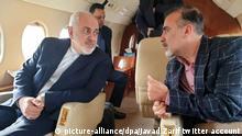 HANDOUT - 07.12.2019, Schweiz, Zürich: Auf diesem Foto, das auf Twitteraccount des iranischen Außenministers Mohammed Dschawad Sarif veröffentlicht wurde, spricht Sarif (l) mit dem iranischen Wissenschaftler Massud Soleimani an Bord eines Flugzeugs, während sie Zürich in Richtung Teheran, Iran, verlassen. Der Iran hat einen Gefangenenaustausch mit den USA verkündet. Nach Angaben von Außenminister Sarif ist ein im Iran inhaftierter amerikanischer Historiker gegen den iranischen Biomediziner ausgetauscht worden. Foto: Javad Zarif twitter account/AP/dpa - ACHTUNG: Nur zur redaktionellen Verwendung im Zusammenhang mit der aktuellen Berichterstattung und nur mit vollständiger Nennung des vorstehenden Credits +++ dpa-Bildfunk +++ |