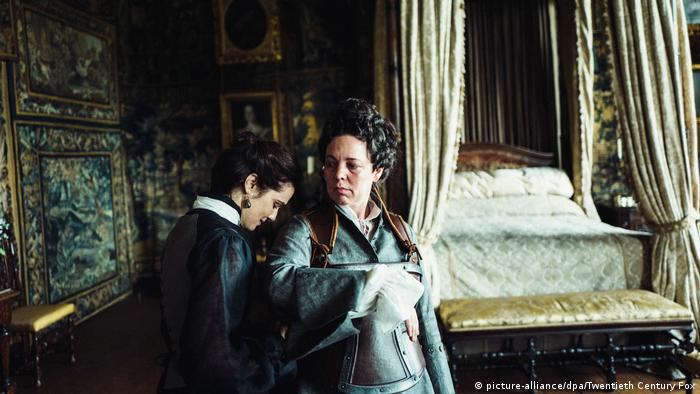 Кадр з фільму Фаворитка. Головні ролі в ньому зіграли акторки Рейчел Вайс і Олівія Колман