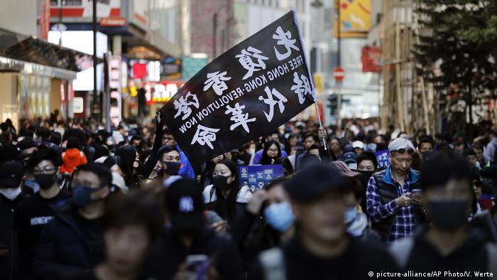 В Гонконге проходит самый массовый за последние месяцы протест ...