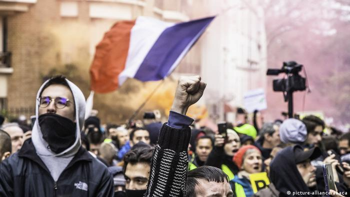 Yellow vests Paris (picture-alliance/abaca)