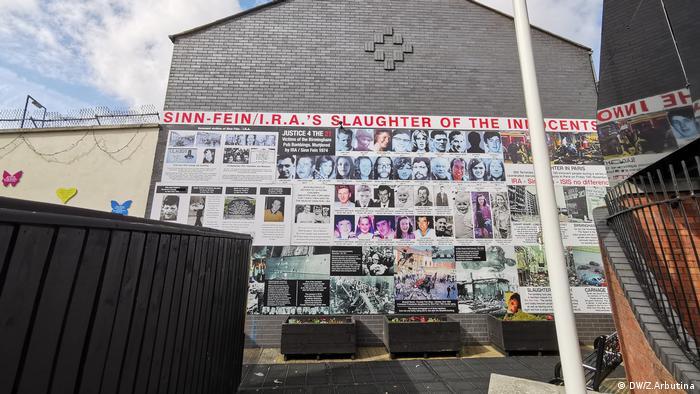 Nordirland   Peace Wall in Belfast