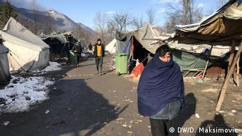 مهاجرون في مخيم للاجئين بالبوسنة