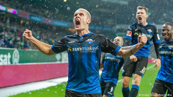 Sven Michel celebrates his late winner for Paderborn   Torjubel (0:1)