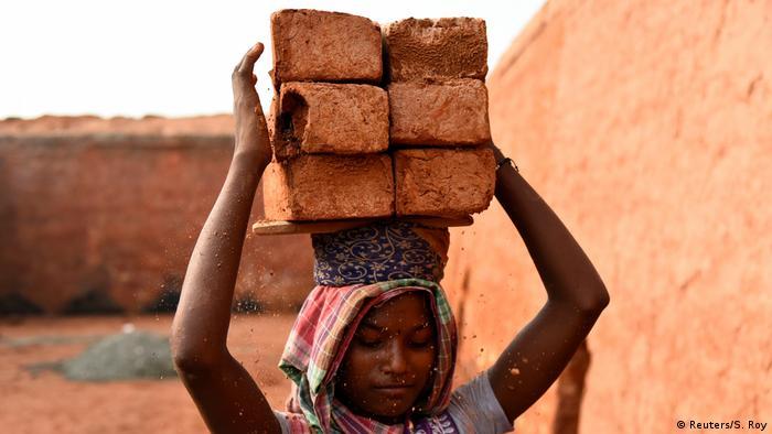 Indien Energie | Dorf Langolpota, Ziegelsteine (Reuters/S. Roy)