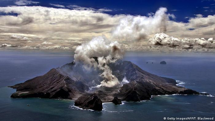 Вулкан на острове Уайт-Айленд