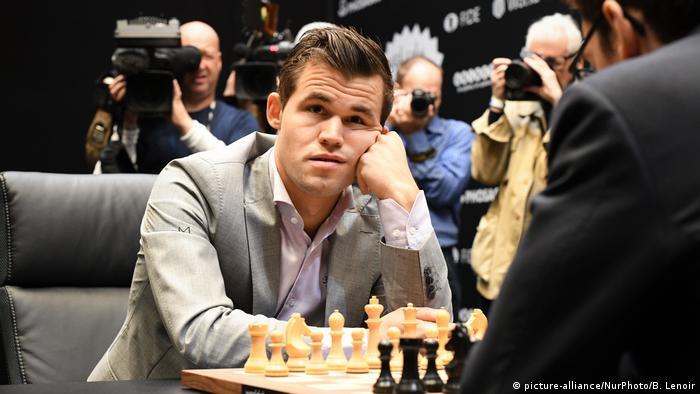 من الذي لديه الثقة ليفعلها؟ في نوفمبر/ تشرين الثاني عام 2020، سيدافع ماغنوس كارلسن عن لقبه كبطل للعالم في الشطرنج في مواجهة منافسيه. في الوقت الحالي، يتصدر اللاعب النرويجي البالغ من العمر 29 عامًا التصنيف العالمي لأفضل لاعبي الشطرنج، بعد أن حطم الرقم القياسي كأصغر لاعب يفوز بالبطولة، الذي كان مسجلا باسم الروسي غاري كاسباروف.