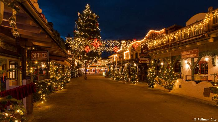 German-American Christmas market in Pullman City, Eging am See festiviely lit (Pullman City)