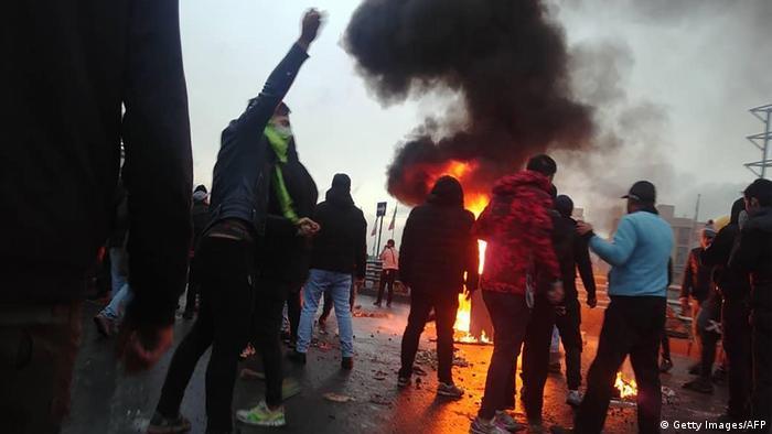 Demonstration gegen die Erhöhung der Spritpreise Mitte November in Teheran