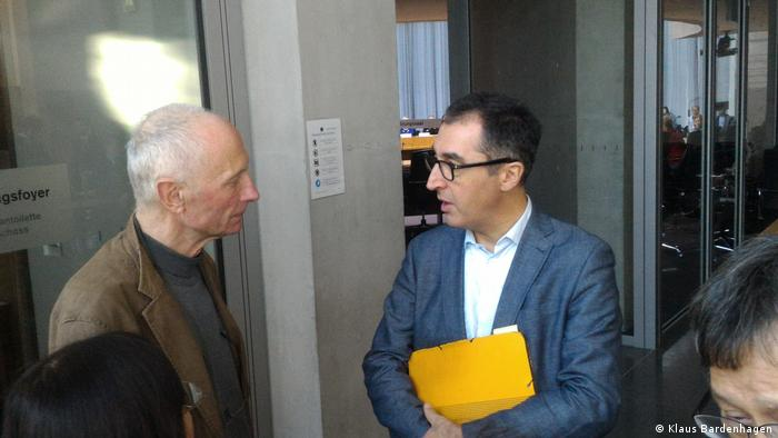 Petent Michael Kreuzberg und Grünen-Politiker Cem Özdemir