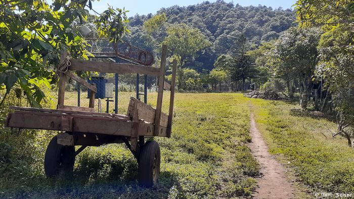 El camino lleva al turista hacia el cerro Tisey, donde se localiza el mirador. Desde ese punto se pueden ver el mar y la cordillera de volcanes.