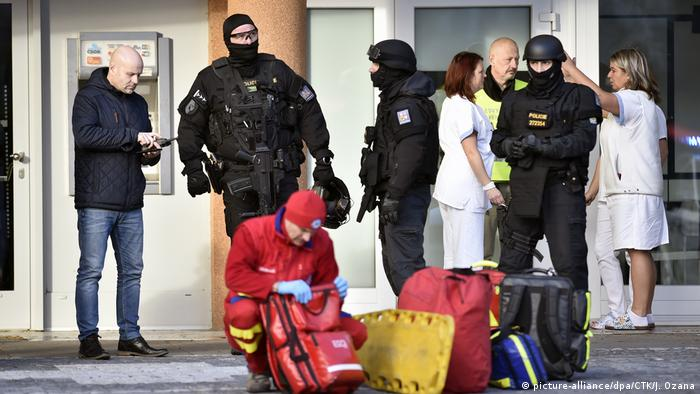 Ostrava hospital shooting: police officers and paramedics in front of the hospital