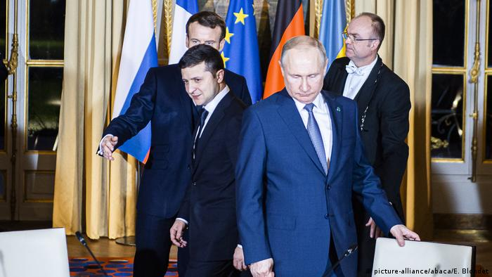 Володимир Зеленський та Володимир Путін під час саміту у Парижі