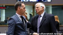 BRUSSELS, BELGIUM - DECEMBER 9: Minister of Foreign Affairs of Germany, Heiko Mass (L) and EU High Representative for Foreign Affairs and Security Policy Josep Borrell Fontelles (R) attend the EU Foreign Ministers meeting in Brussels, Belgium on December 9, 2019. Dursun Aydemir / Anadolu Agency | Keine Weitergabe an Wiederverkäufer.