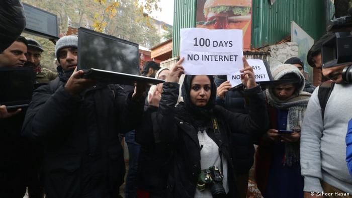 Protestas por la falta de internet en India.