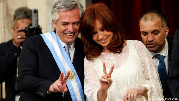 Alberto Fernández ao lado da vice, Cristina Kirchner, depois de ser empossado