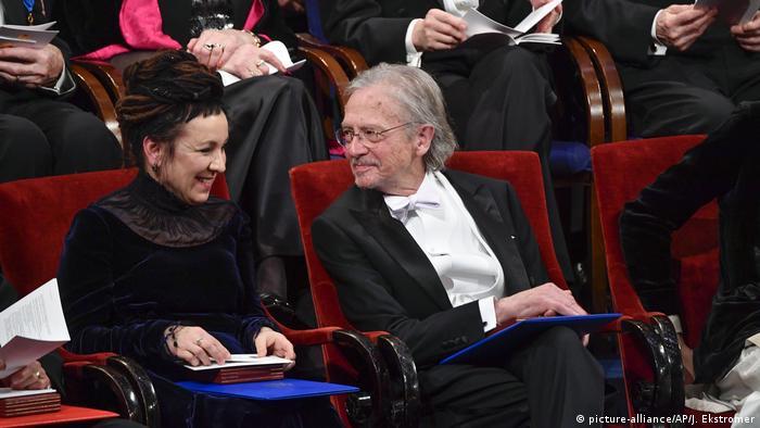 Olga Tokarczuk e Peter Handke na entrega do Prêmio Nobel de Literatura em Estocolmo em 12 de outubro de 2019.