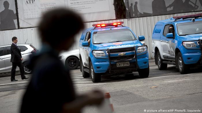 Viaturas policiais do Rio de janeiro. Prisões de Fabrício Queiroz e Márcia Aguiar podem ajudar a esclarecer escândalo das rachadinhas