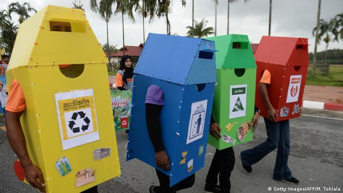BdTD Thailand Aktion für Mülltrennung und Recycling (Getty Images/AFP/M. Tohlala)