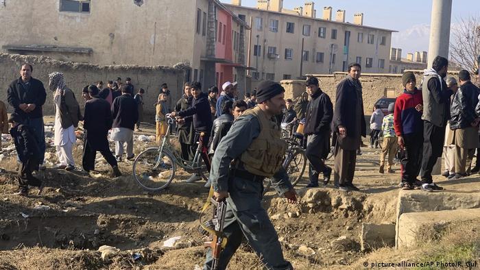 Afghanistan Anschlag US-Militärstützpunkt Bagram (picture-alliance/AP Photo/R. Gul)