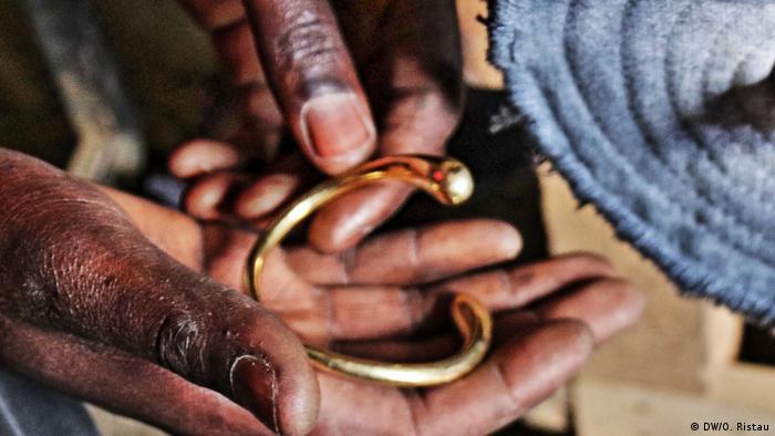 Fertiges Stück: Schmuck made in Kibera