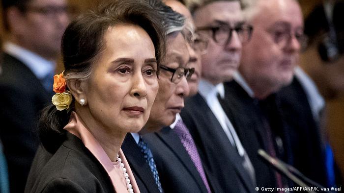 Аун Сан Су Чжи в Гааге перед Международным судом ООН