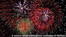 Feuerwerk in Montreal, Kanada , Golden Jupiter Trophy | Verwendung weltweit, Keine Weitergabe an Wiederverkäufer.