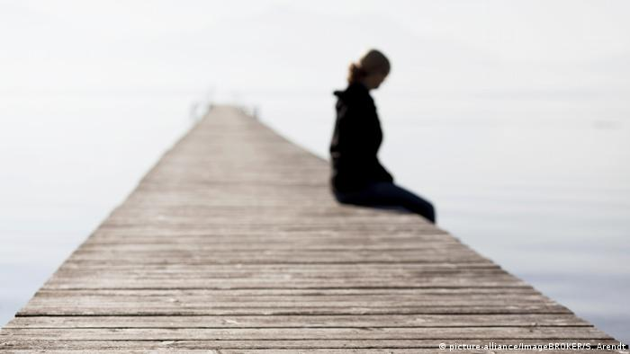 Silhouette von einer Person l Symbolbild (picture-alliance/ImageBROKER/S. Arendt)