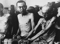 اسیران اردوگاه آشویتس توسط  ارتش شوروی آزاد شدند اما بسیاری از آنها  به دلیل بیماری، سوءتغذیه و ضعف جسمانی چند روز پس از آزادی جان باختند.