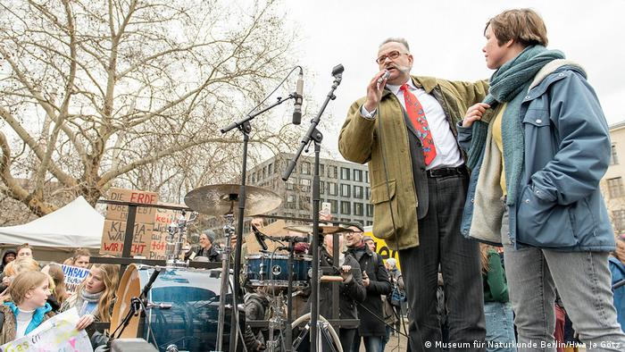 Johannes Vogel, instruments in the background - Fridays for Future