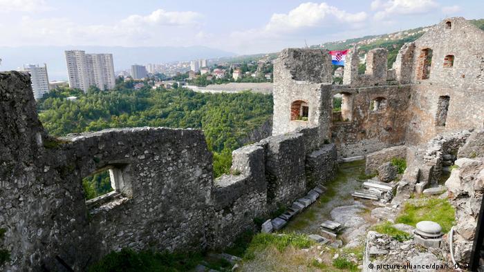 Поглед към Риека от средновековната крепост Търсат